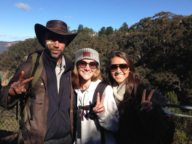 TEAN students and local guide together holding up peace signs amongst the Blue Mountains in Australia